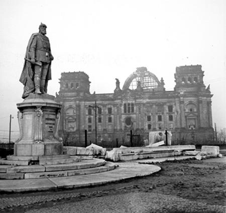 foto vaccaro monumento.jpg