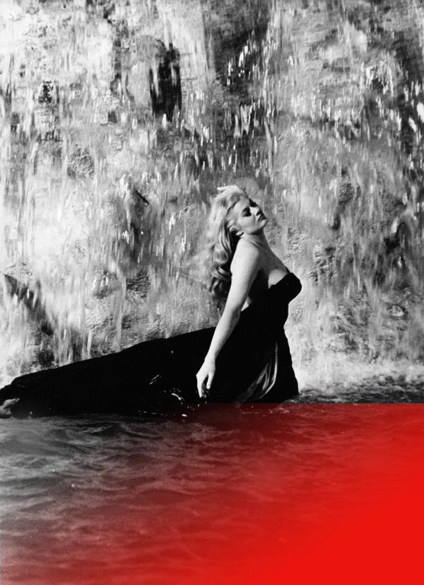 donna in acqua.jpg